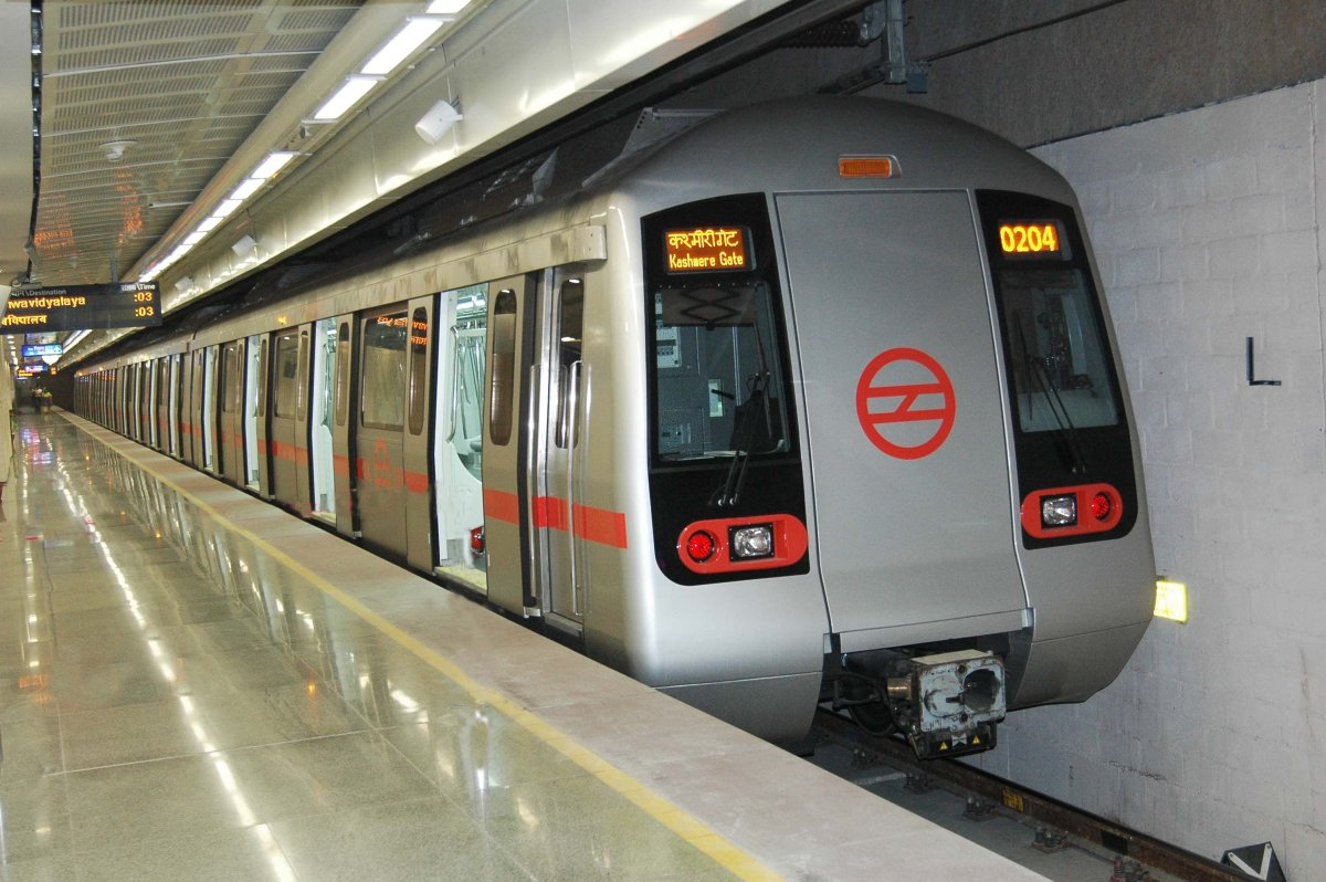 Delhi Metro rolls out first fully ad-wrapped train | IndiaMART